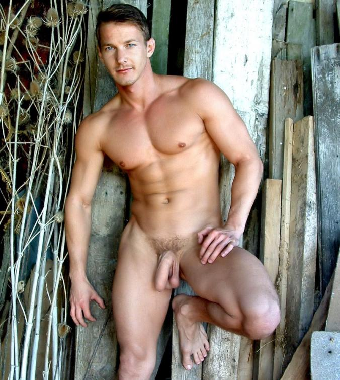 sexy-naked-man-in-barn-chabby-nude-pic