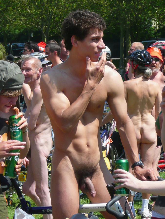 Reaction to ezekiel elliott's nude espn shoot highlights a double standard