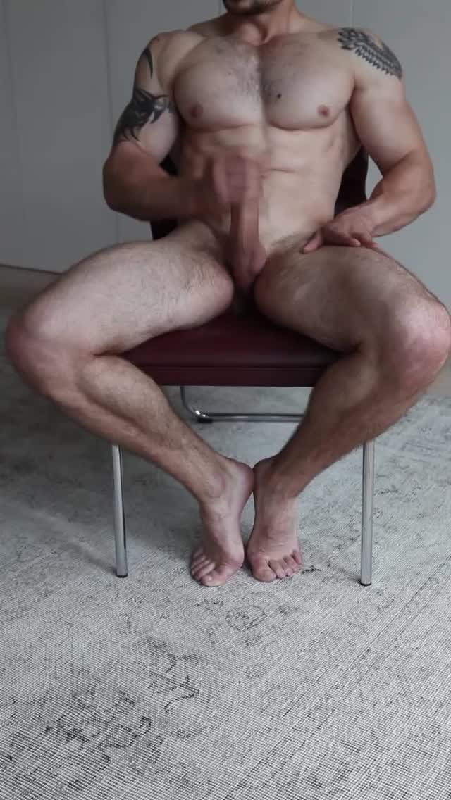 Sexy nude muscle guy jerking off