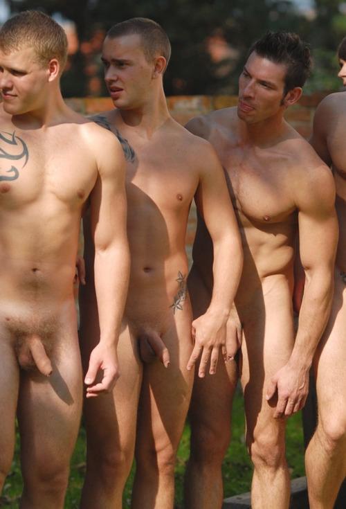 фото и видео мир голых парней в италии аромат дорогих духов